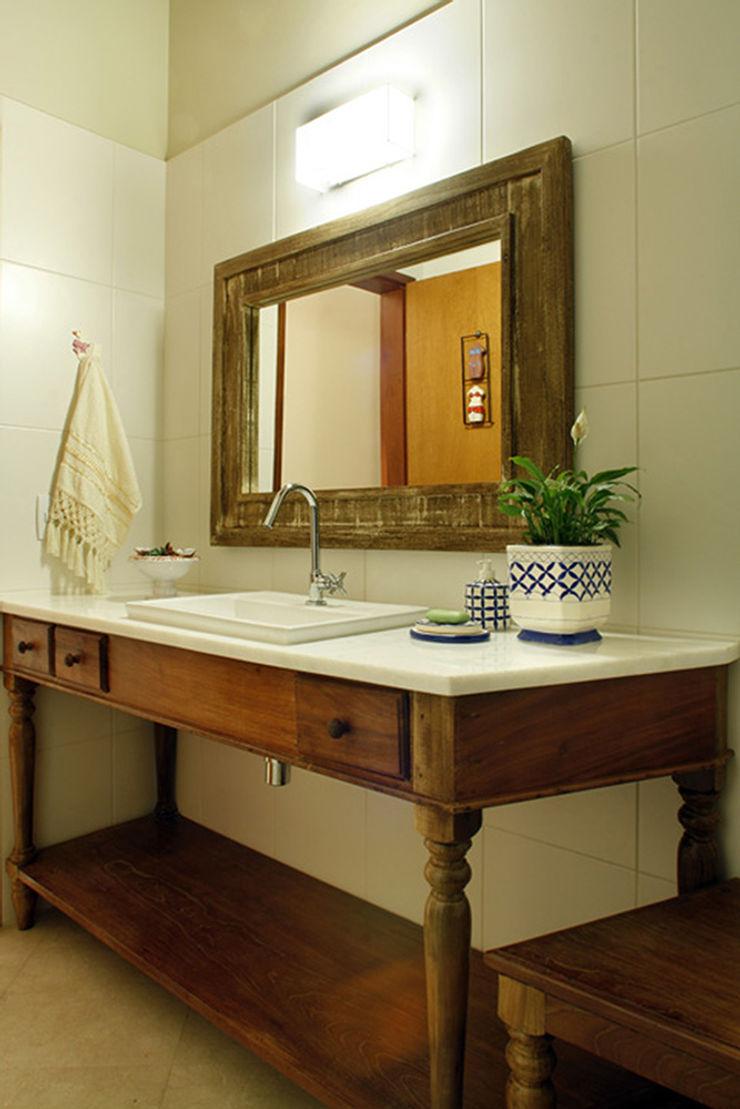 Silvia Cabrino Arquitetura e Interiores Rustic style bathroom