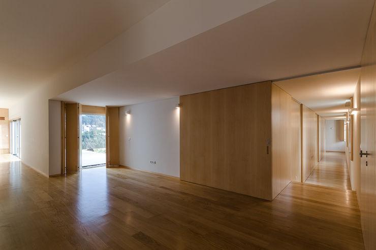olgafeio.arquitectura Pasillos, vestíbulos y escaleras de estilo minimalista