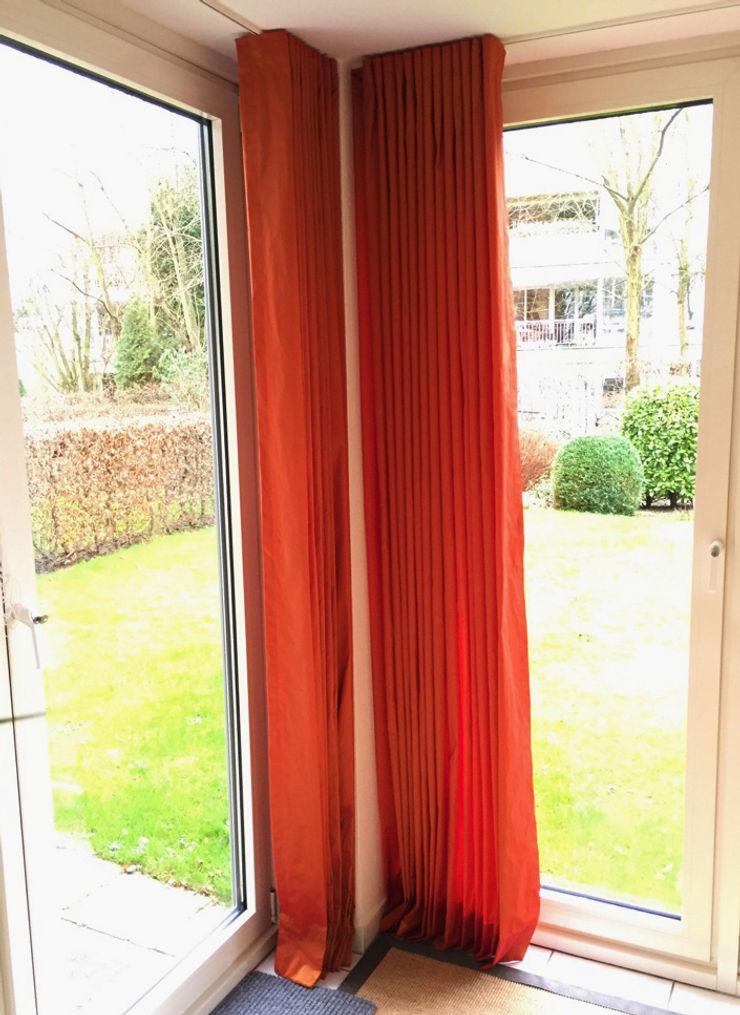 JUSCZYK raum+ausstattung Living room Red