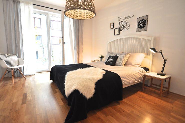 kleine Musterwohnung in schwarz-weiß Karin Armbrust - Home Staging Skandinavische Schlafzimmer