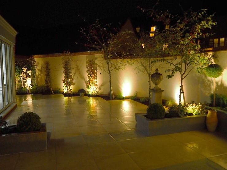 Garden design and build patio, Bicester, Oxfordshire Decorum . London 庭院 陶器 Beige