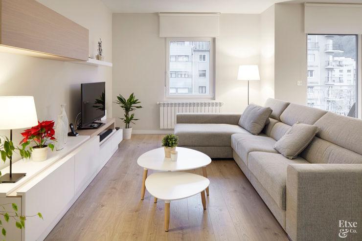 Etxe&Co Modern style media rooms Wood Wood effect