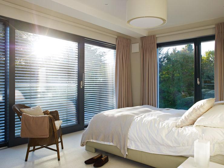 Bedroom Baufritz (UK) Ltd. Спальня в стиле модерн