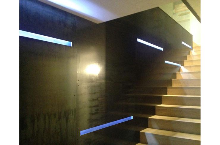 STUDIO DI ARCHITETTURA RAFFIN Couloir, entrée, escaliers modernes Fer / Acier Noir