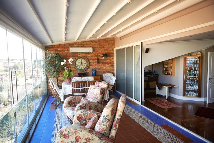 İndeko İç Mimari ve Tasarım Modern balcony, veranda & terrace