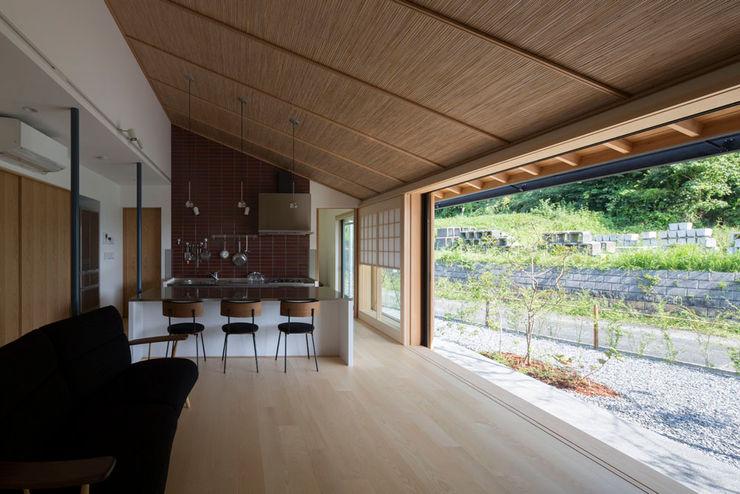 平屋に住まう TRANSTYLE architects モダンデザインの リビング