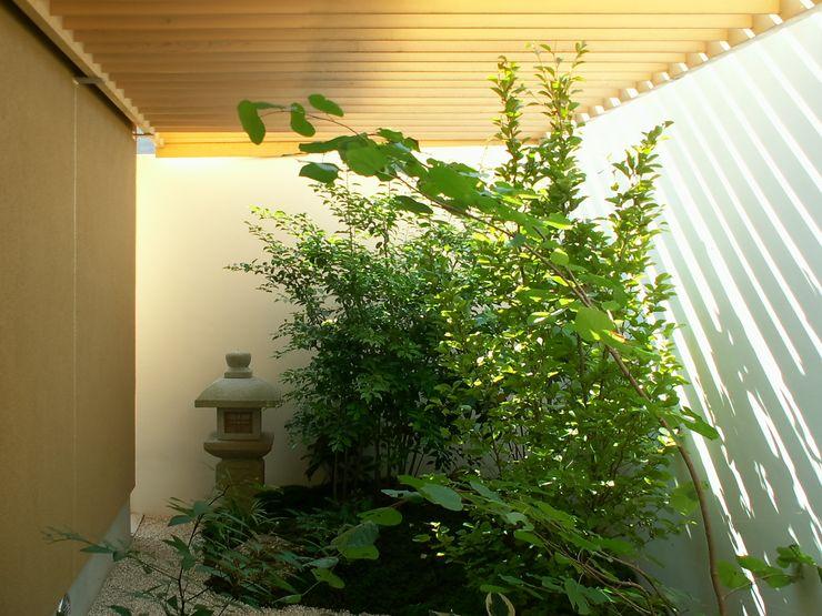 アンドウ設計事務所 Modern style gardens Wood Green