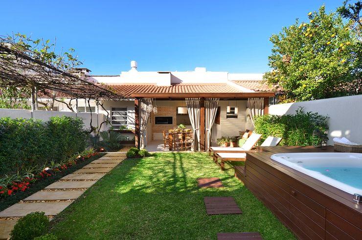 Stefani Arquitetura Rustic style gardens Stone Green