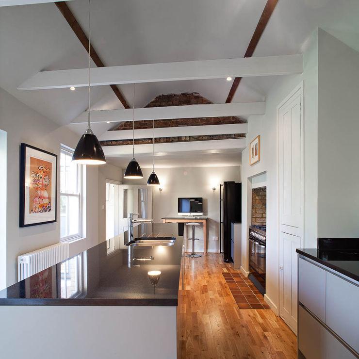 Cambridgeshire House APE Architecture & Design Ltd. Country style kitchen