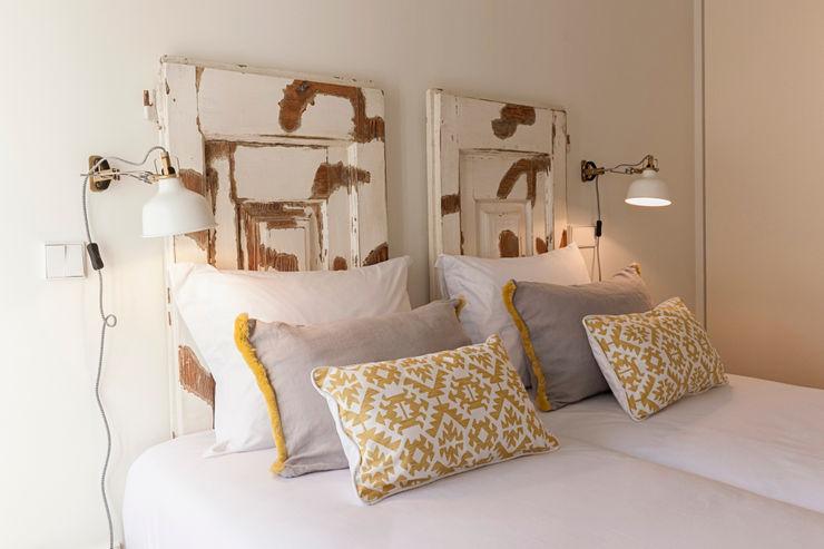Staging Factory BedroomBeds & headboards Wood Beige