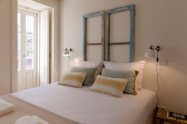 Staging Factory BedroomBeds & headboards Wood Wood effect