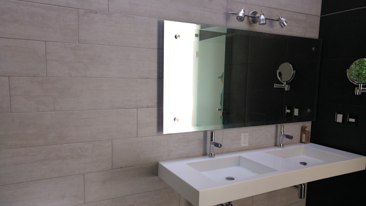 Hogar y Cerámica S.A. de C.V. Modern bathroom Ceramic White