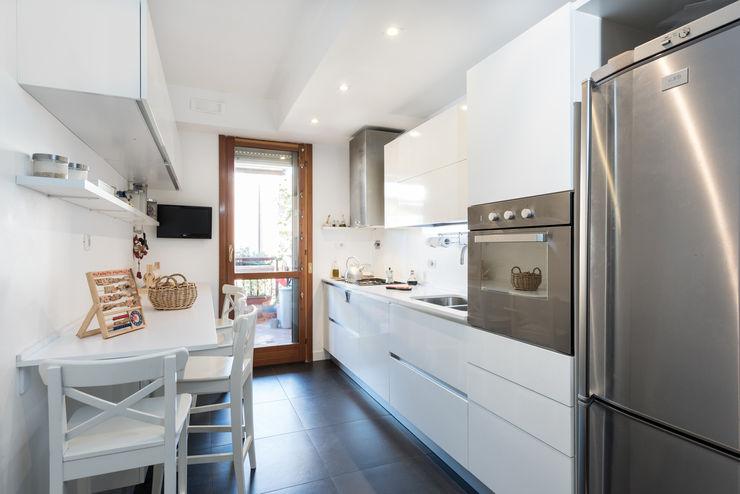 Paolo Fusco Photo Modern kitchen White