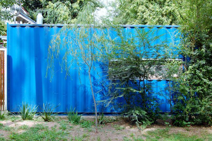 Guadalupe Larrain arquitecta Будинки Залізо / сталь Синій