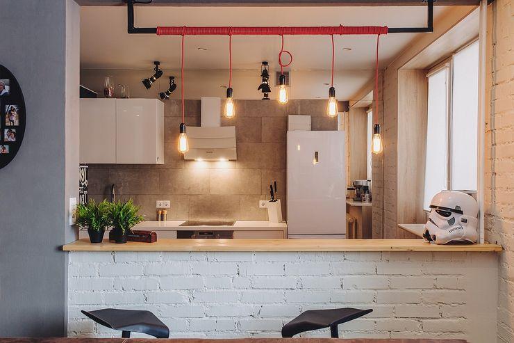 Студия Антона Сухарева 'SUKHAREVDESIGN' Industrial style kitchen White