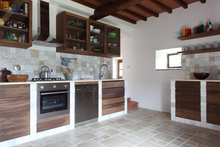 CASA A CAMPIROLI Officine Liquide Cucina moderna