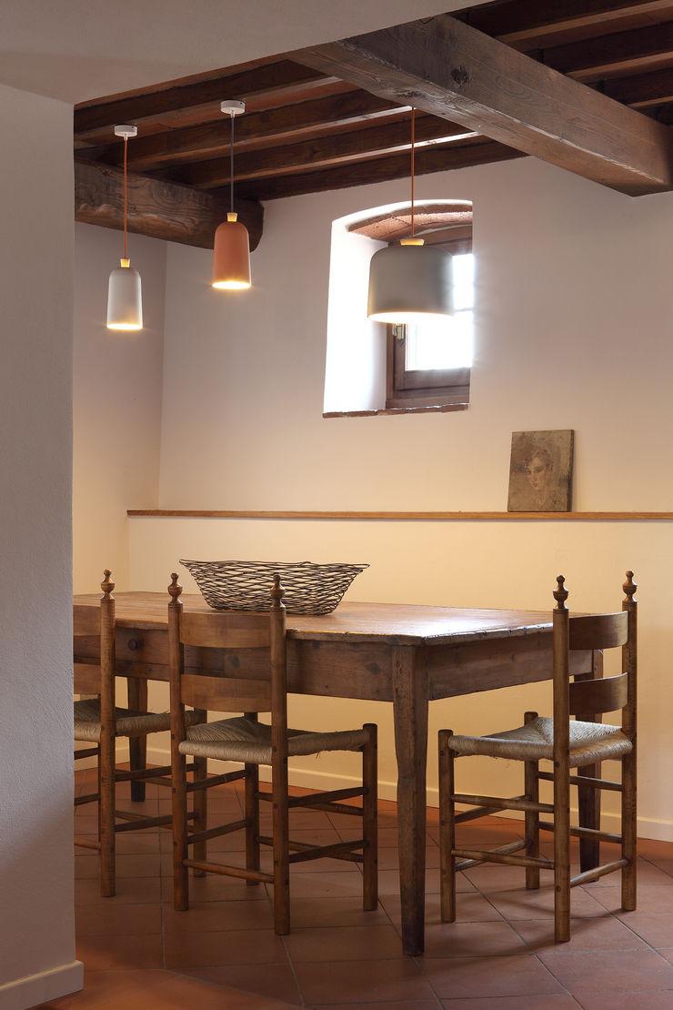 CASA A CAMPIROLI Officine Liquide Sala da pranzo moderna