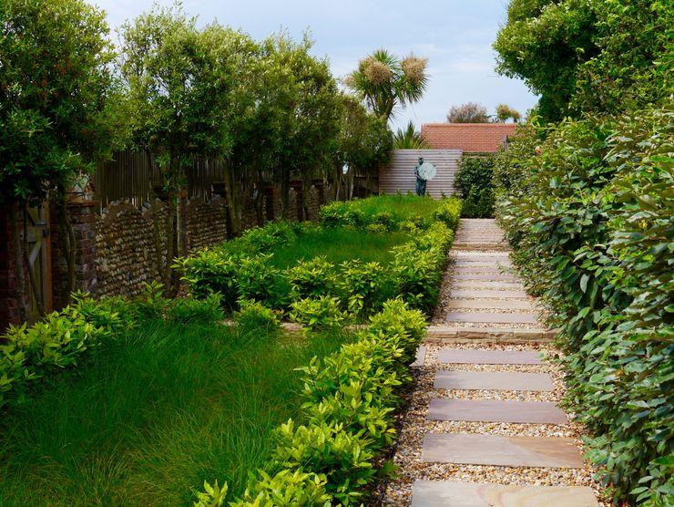 Coastal sculpture garden homify حديقة