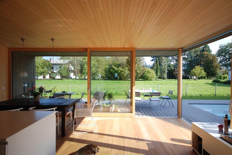 Küche/Essen schroetter-lenzi Architekten Moderne Esszimmer Holz