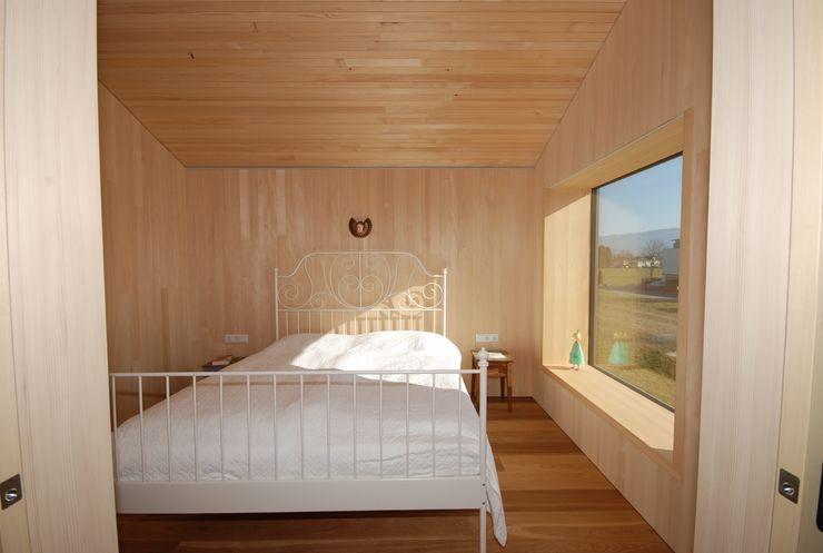 Schlafen schroetter-lenzi Architekten Moderne Schlafzimmer Holz