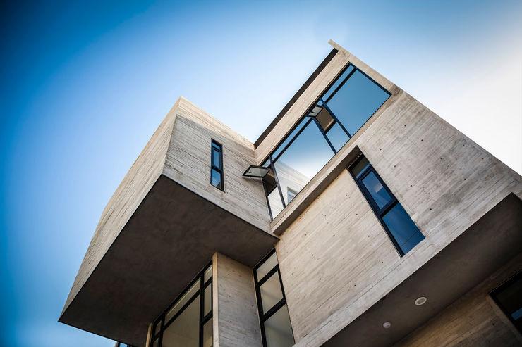 Miguel de la Torre Arquitectos Modern Windows and Doors