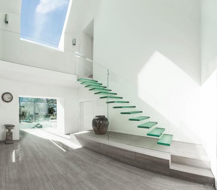 Glass House Martin Gardner Photography Modern corridor, hallway & stairs