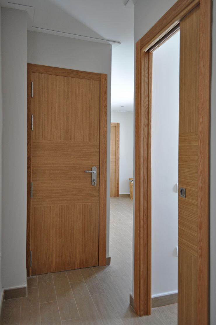 MUDEYBA S.L. Windows & doors Doors Wood Grey
