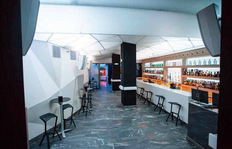 MUDEYBA S.L. Bar & Klub Modern Kayu Grey