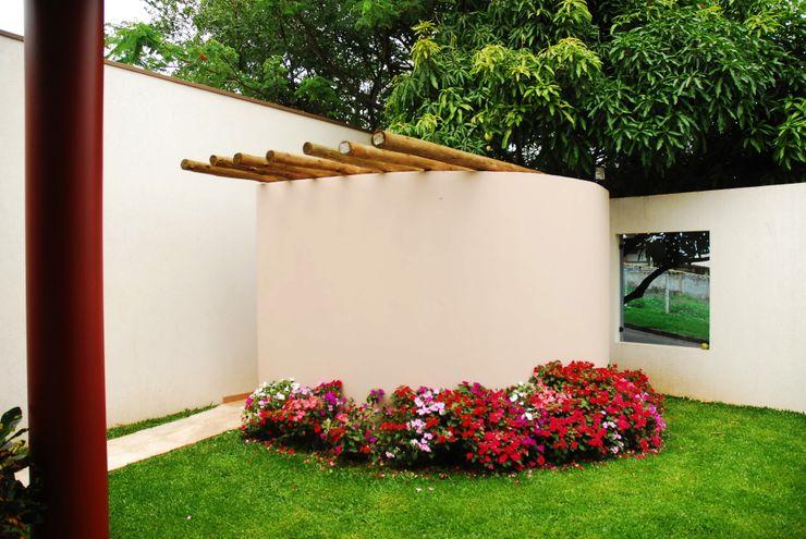 Residência Condomínio Cafezal Mônica Mellone Arquitetura Jardins ecléticos