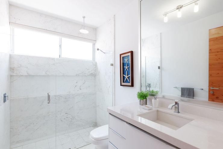 Imativa Arquitectos Modern bathroom Marble White