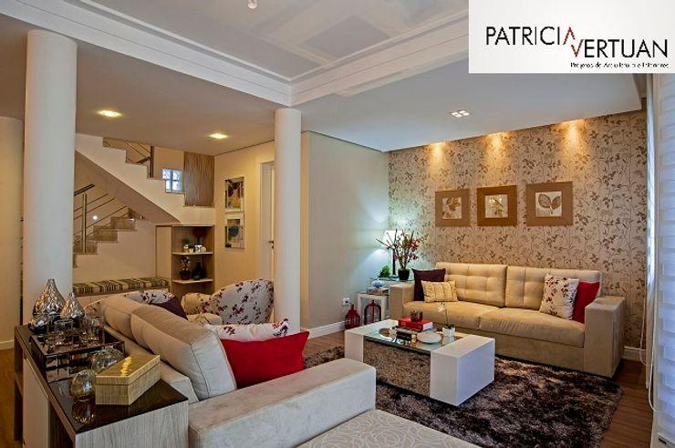 Patricia Vertuan Modern living room Beige