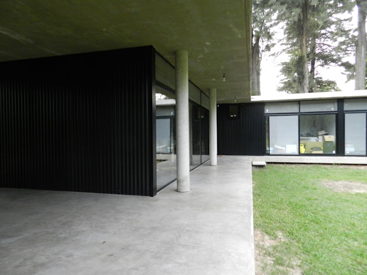 Casa Bunker en La Reja, Moreno dymmuebles Casas prefabricadas Concreto Metálico/Plateado
