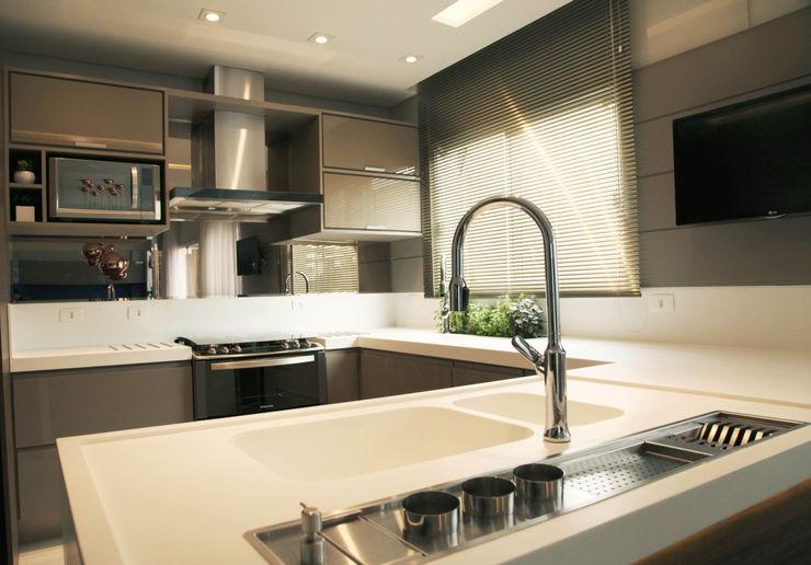 Cozinha Fendi Suelen Kuss Arquitetura e Interiores Cozinhas modernas MDF Bege