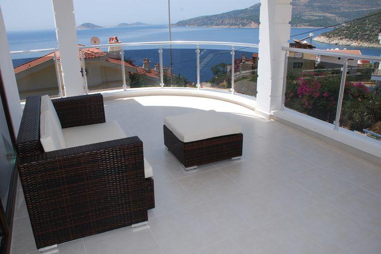 SAYTAS SABUNCUOGLU YAPI VE TIC.LTD.STI. Modern balcony, veranda & terrace