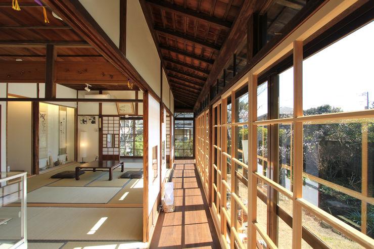 築100年の古民家耐震リノベーション 菅原浩太建築設計事務所 和風デザインの 多目的室 木