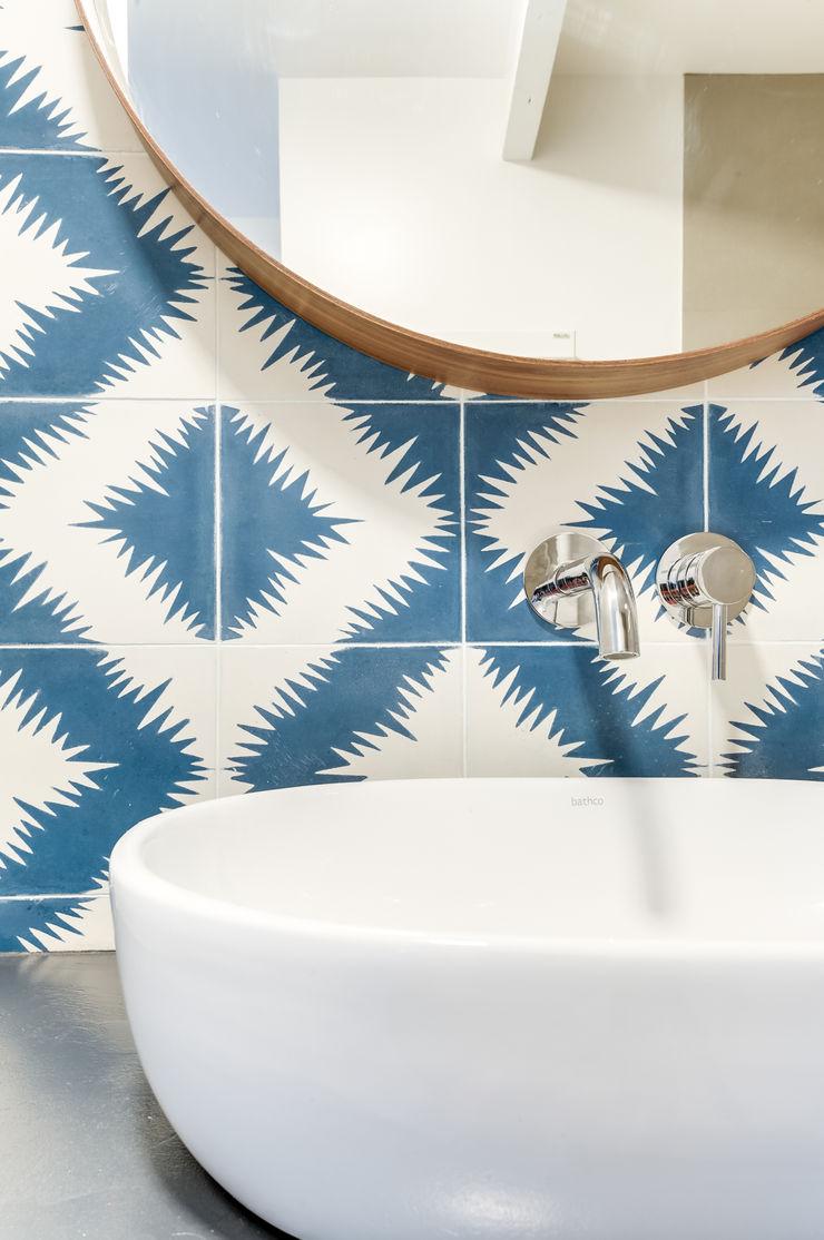 SALLE DE BAIN PROJET COLOMBES, Agence Transition Interior Design, Architectes: Carla Lopez et Margaux Meza Transition Interior Design Salle de bain moderne