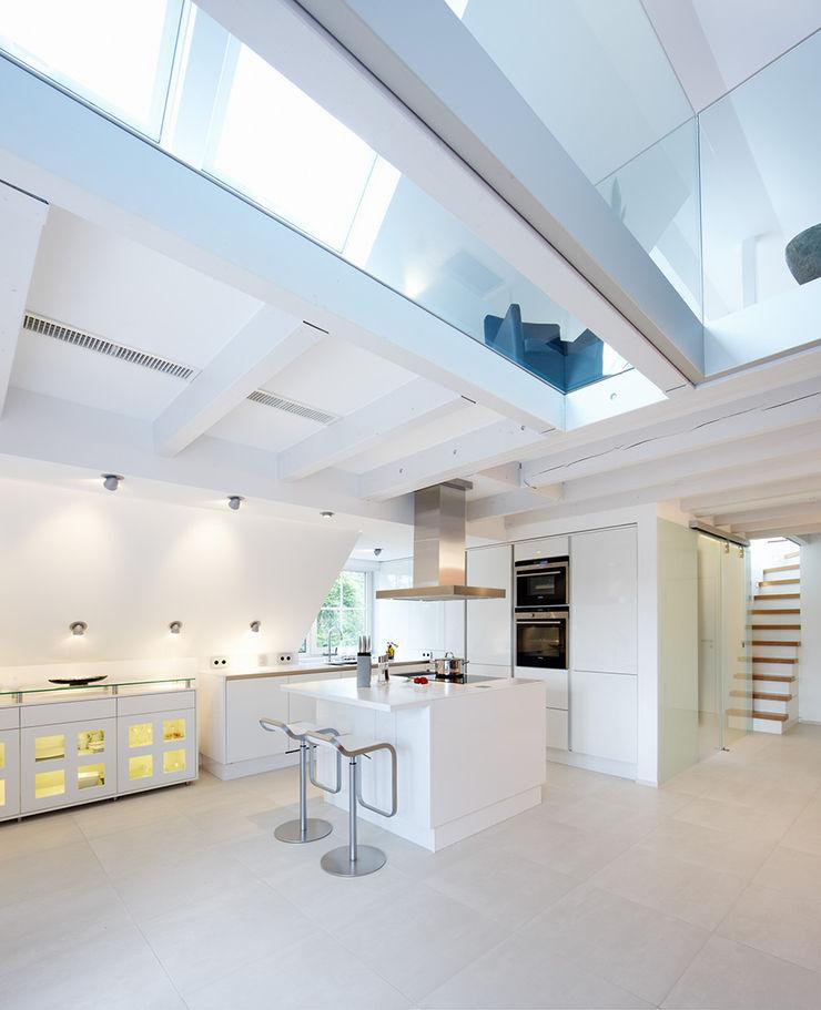 Maisonette Küche Planungsbüro für Innenarchitektur Moderne Küchen Weiß