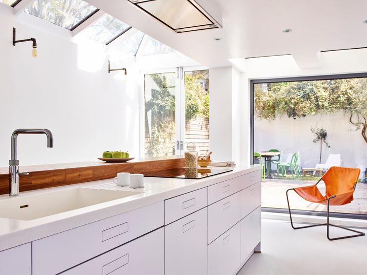 Bright light & white Holloways of Ludlow Bespoke Kitchens & Cabinetry Minimalist kitchen Wood White