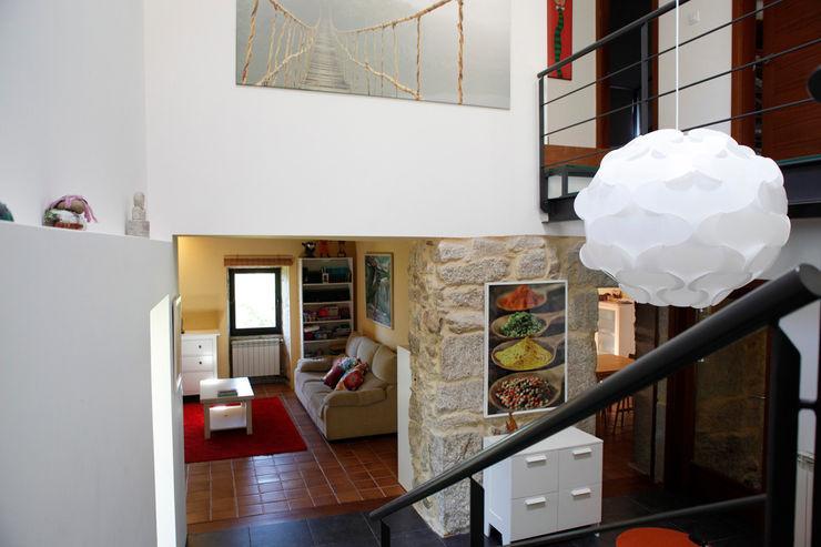 MAGA - Diseño de Interiores Ingresso, Corridoio & Scale in stile moderno
