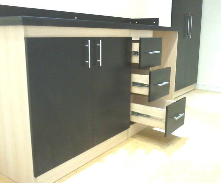 Kitchenette Grupo Creativo DF, C.A. Cocinas de estilo minimalista Tablero DM Beige