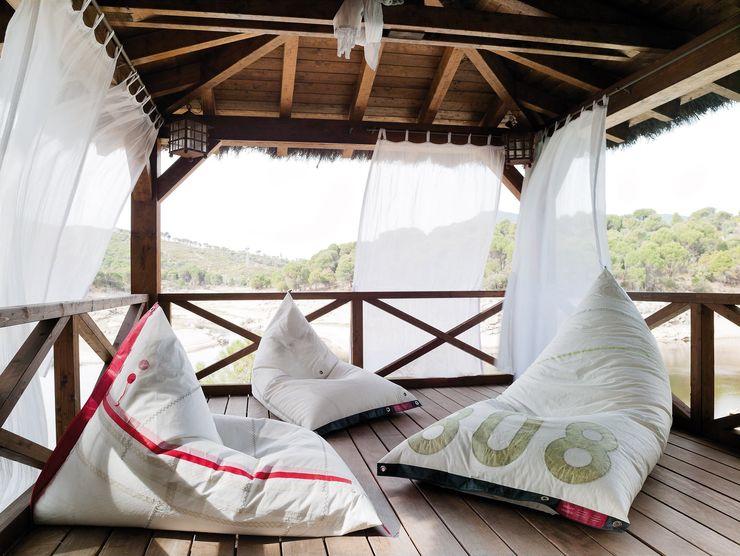 Mas Natural Design Балкони, веранди & тераси Меблі