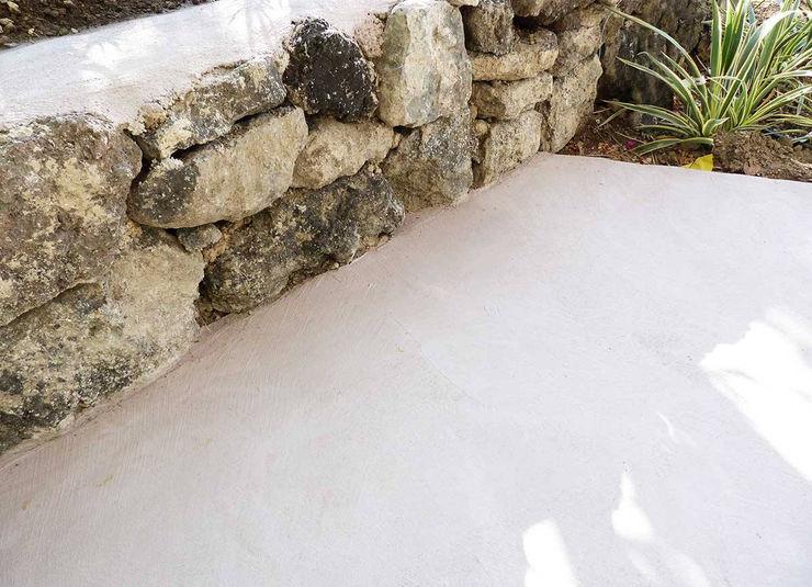 rivestimento bordo piscina innovativo antiscivolo Pavimento Moderno Giardino con piscina Cemento Beige