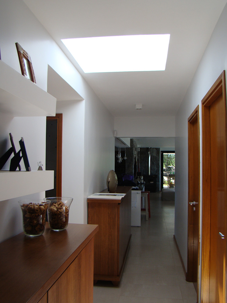 Estudio Monica Fiore Modern Corridor, Hallway and Staircase