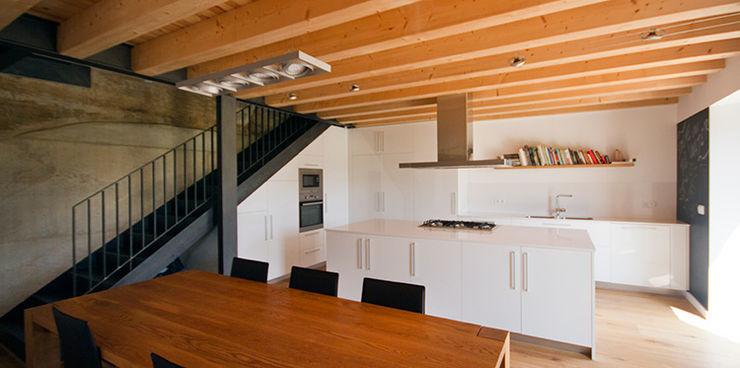 Masia sobre una codinera Feu Godoy Arquitectura Casas de estilo rural