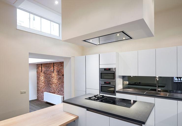 Architectenbureau Vroom Кухня в средиземноморском стиле