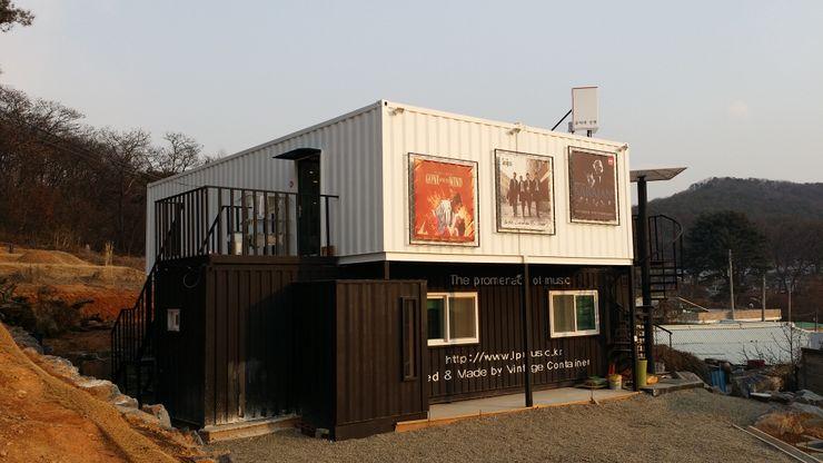 신짱 칼라하우스 Maisons modernes Fer / Acier