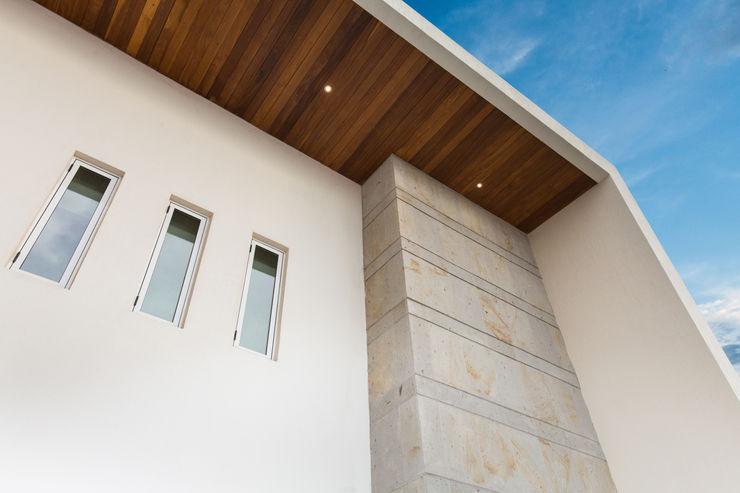 Casa CG Grupo Arsciniest Casas de estilo moderno Madera Blanco