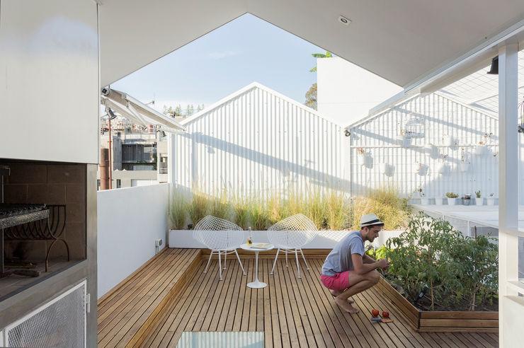 VIVIENDA UNIFAMILIAR MG Marantz Arquitectura Balcones y terrazas modernos: Ideas, imágenes y decoración