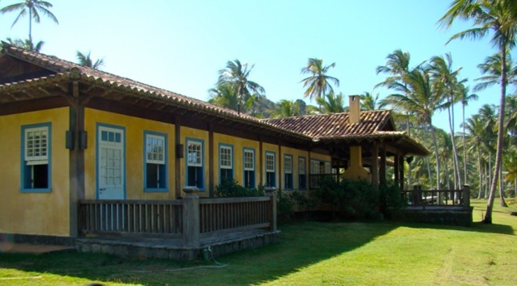 RESIDÊNCIA AL MADUEÑO ARQUITETURA & ENGENHARIA Casas rústicas Madeira