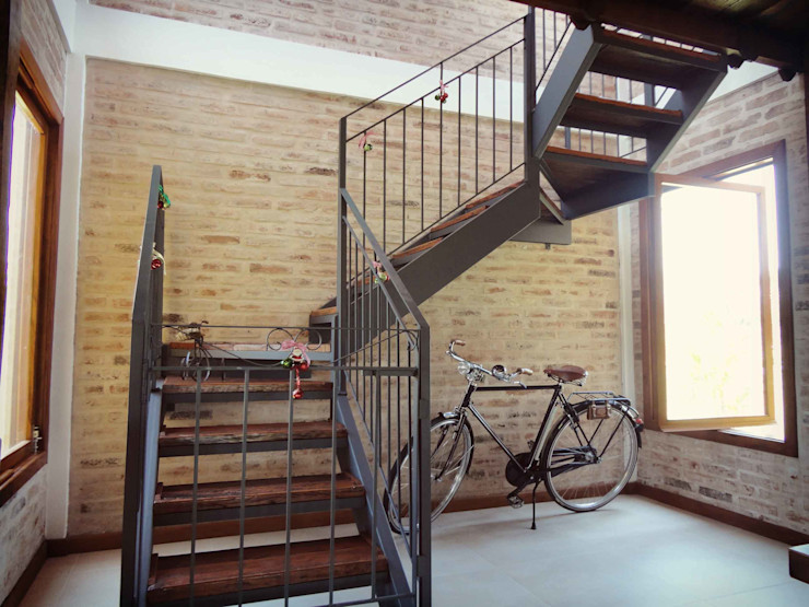 Residência LP Zani.arquitetura Corredores, halls e escadas rústicos